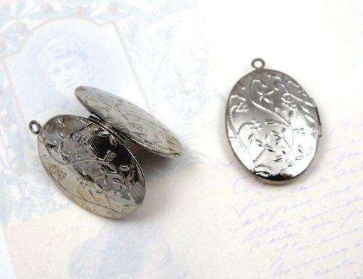 v493 rhodium plated floral etched locket