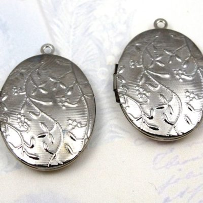 v493 rhodium plated floral etched locket